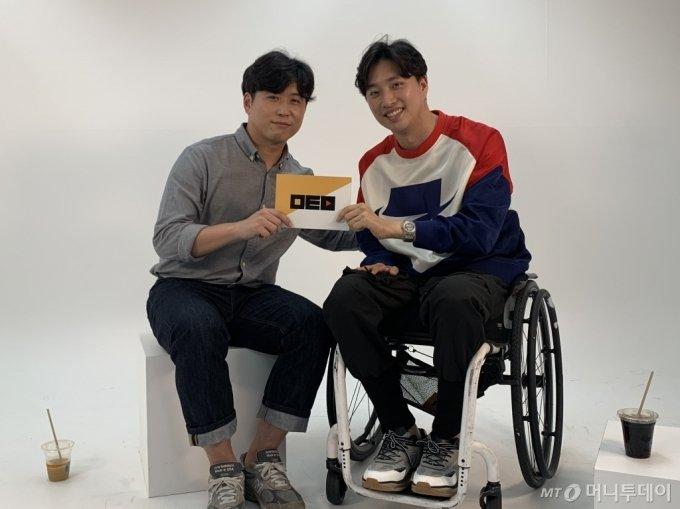 지난 10일 서울 종로구 머니투데이에서 인터뷰를 진행한 박위씨(33, 오른쪽) / 사진=김지성 기자