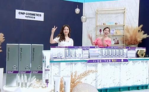 지난달 29일 CJ오쇼핑에서 방영된 CNP 레티날 크림 방송 완판 장면/사진=LG생활건강