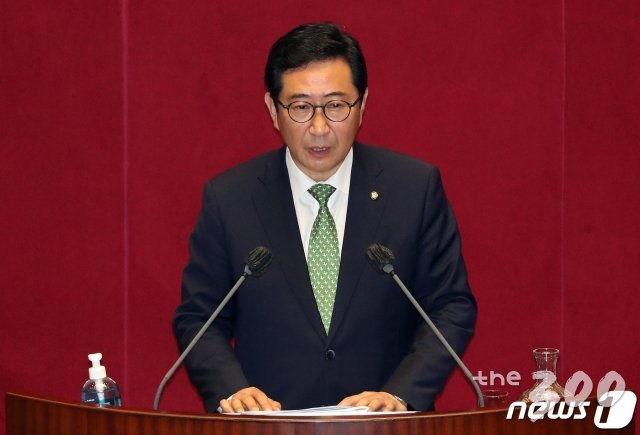 (서울=뉴스1) 이동해 기자 = 김한정 더불어민주당 의원이 22일 오후 서울 여의도 국회에서 열린 제380회 국회(임시회) 제4차 본회의에서 정치·외교·통일·안보에 관한 질문을 하고 있다. 2020.7.22/뉴스1