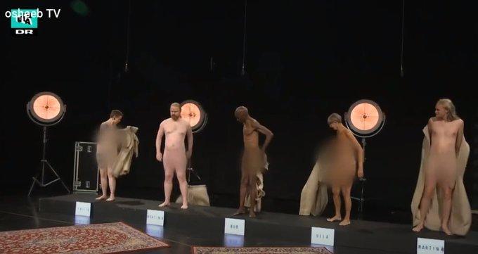 이날 에피소드의 주된 메시지는 '평범한 몸은 이렇다'였다. 이를 보여주기 위해 참여자들이 목욕 가운을 벗고 있다./사진제공=트위터