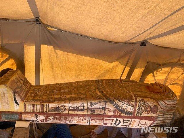 이집트 카이로 인근 유적지 사카라에서 발굴된 목관. /사진=뉴시스