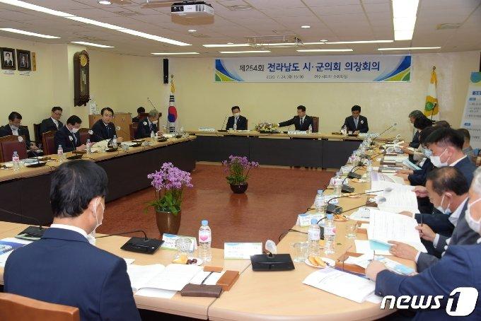 제8대 후반기 전남시군의회의장협의회 회의 모습© News1