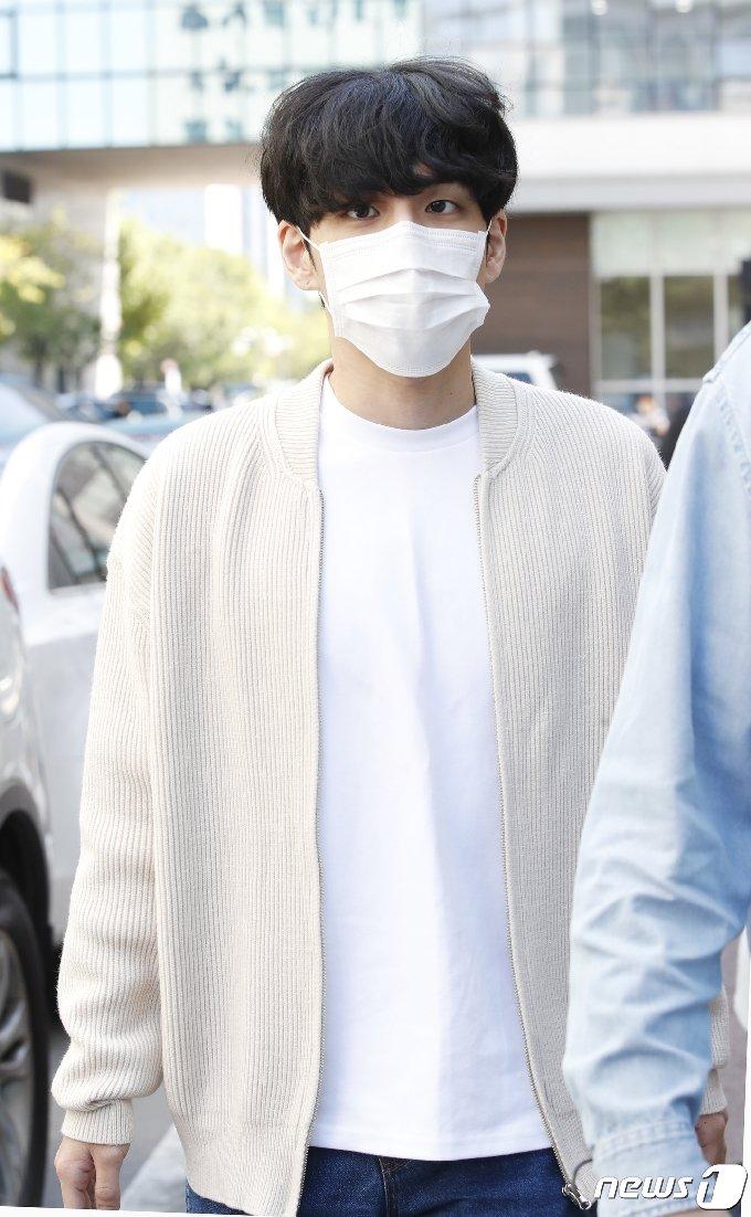 [사진] 데이식스 원필 '훈훈한 남친룩'