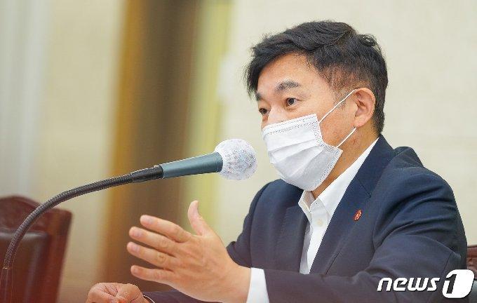 원희룡 제주지사가 도청 회의실에서 주간정책회의를 주재하고 있다.(제주도청 제공) /© 뉴스1