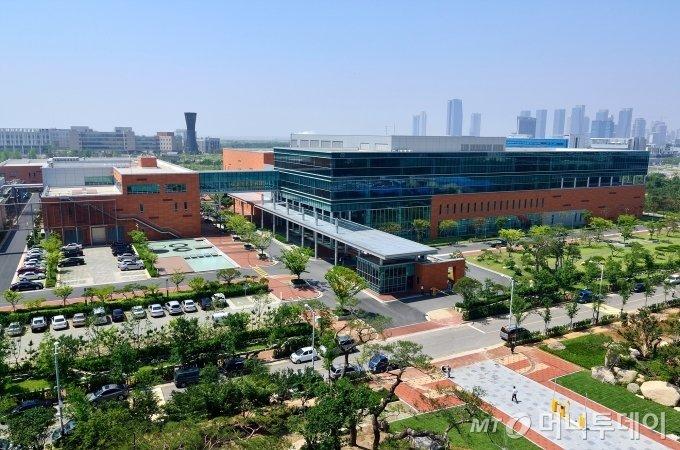 인천 송도국제도시에 위치한 셀트리온 2공장 전경. 2010년 완공된 2공장은 연간 9만리터의 바이오의약품 원액을 생산한다/사진제공=셀트리온