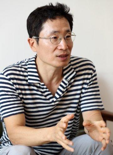 이성욱 스토리컴퍼니 대표가 9월 시작한 모션웹툰 서비스를 설명하고 있다/ 사진=이기범 기자 leekb@