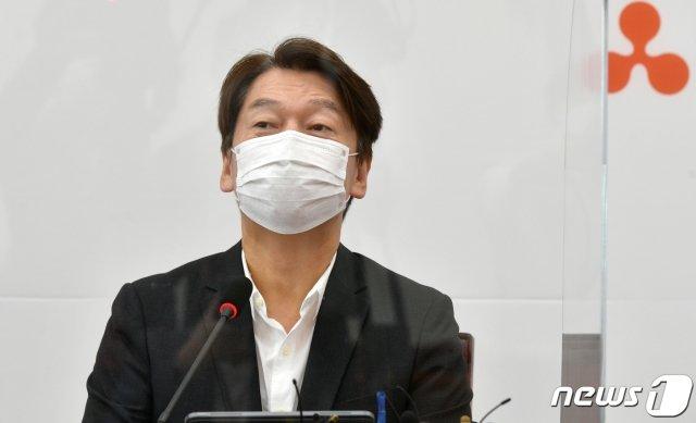 안철수 국민의당 대표가 24일 서울 여의도 국회에서 열린 최고위원회의에서 모두발언을 하고 있다. /사진=뉴스1.