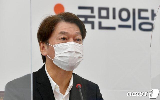 안철수 국민의당 대표가 지난 24일 서울 여의도 국회에서 열린 최고위원회의에서 모두발언을 하고 있다. /사진=뉴스1.