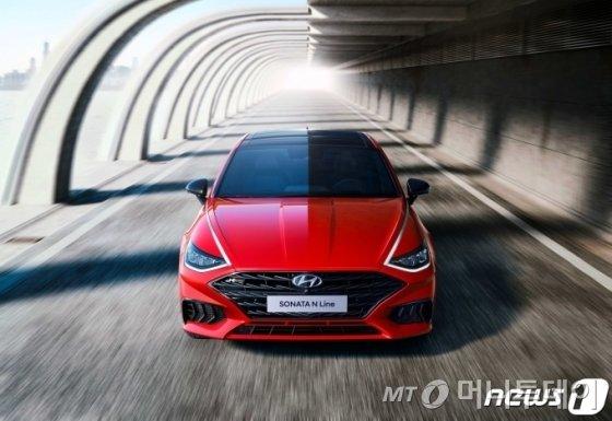 (서울=뉴스1) = 현대자동차는 쏘나타의 혁신적인 디자인에 고성능 N의 감성을 입혀 더욱 역동적으로 거듭난 쏘나타 N 라인(N Line)의 외장 이미지를 23일 최초 공개했다. (현대차 제공) 2020.9.23/뉴스1