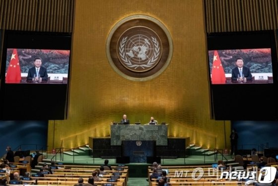 (뉴욕 AFP=뉴스1) 우동명 기자 = 시진핑 중국 국가주석이 22일(현지시간) 뉴욕 유엔본부에서 열린 제75차 유엔총회에서 화상 연설을 하고 있다.   ⓒ AFP=뉴스1