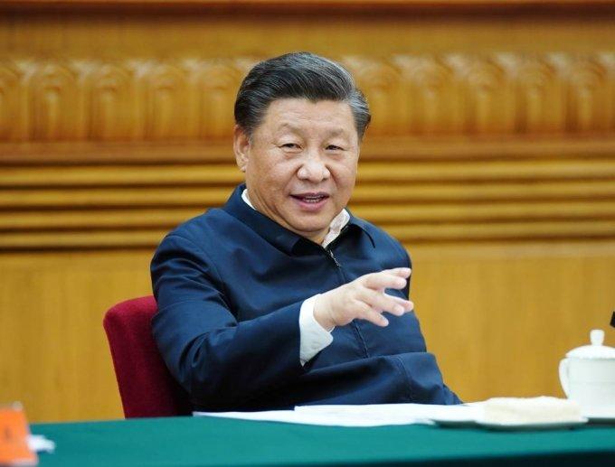 시진핑 중국 국가주석이 22일 중국 수도 베이징에서 중국 교육·문화·보건·체육 분야 전문가 와 관계자들이 참석한 심포지엄을 주재하고 있다. 시 주석은 이날 제14차 5개년 계획(2021~2025년) 기간 중 경제사회 발전에 대한 의견을 구한다는 발언을 했다. 2020.09.23./사진=[베이징=신화/뉴시스]