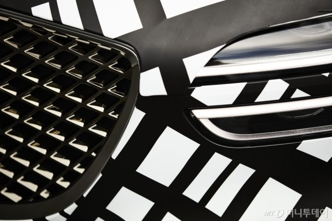 지-매트릭스 패턴으로 감싼 GV70 차량 이미지/사진제공=제네시스