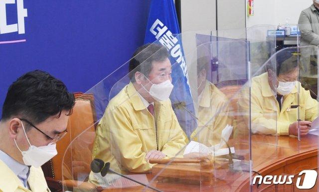 이낙연 더불어민주당 대표가 지난 28일 오전 서울 여의도 국회에서 열린 최고위원회의에서 모두발언을 하고 있다./사진=뉴스1