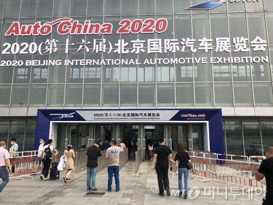 9월29일 2020년 베이징 모터쇼 전시관 입구. 일반 관람이 허용되지 않아 입장하는데 크게 어려움을 겪진 않았다./사진=김명룡