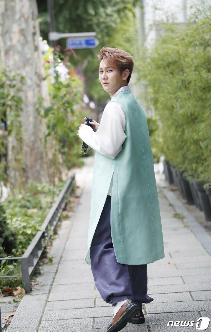 [사진] 김수찬 '감탄 자아내는 한복 자태'