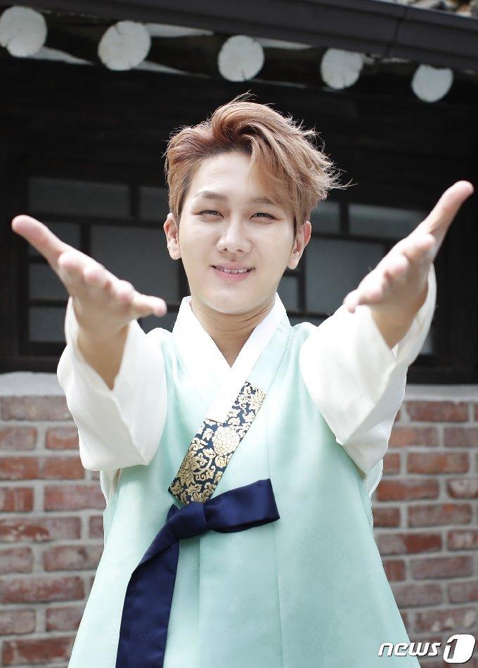 [사진] 김수찬 '풍성한 한가위 되세요'