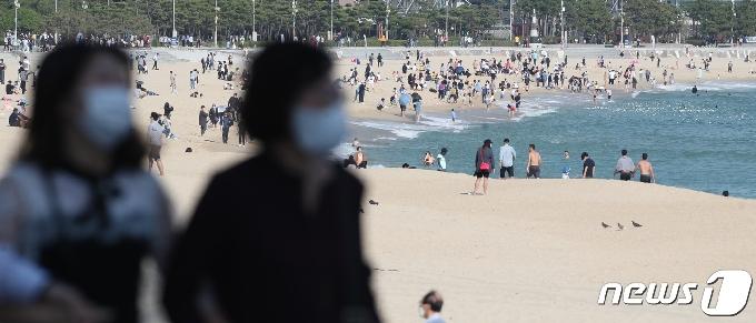 [사진] 마스크 쓰고 해운대