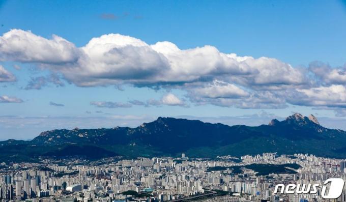 [오늘날씨] 구름과 안개 많은 날, 전국 곳곳에 빗방울