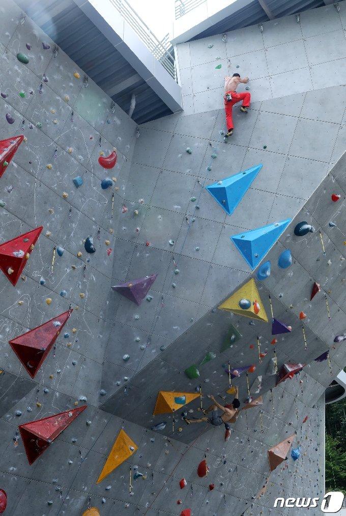 국내 최대규모를 자랑하는 울주군 영남알프스 국제클라이밍센터 인공암벽장. © News1 윤일지 기자
