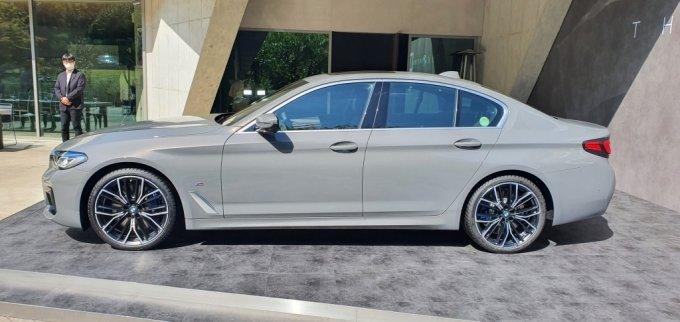 BMW 뉴 5시리즈 측면