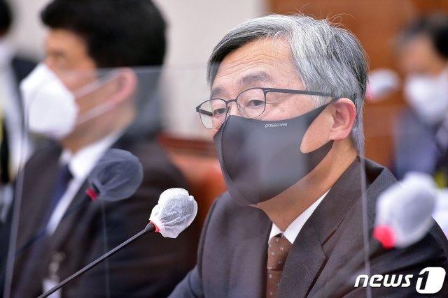 최재형 감사원장이 15일 오후 서울 여의도 국회에서 열린 법제사법위원회의 감사원에 대한 국정감사에서 의원들의 질의에 답변하고 있다. /사진=뉴스1.