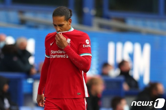 무릎 부상을 당한 리버풀 수비수 버질 판 다이크. © AFP=뉴스1
