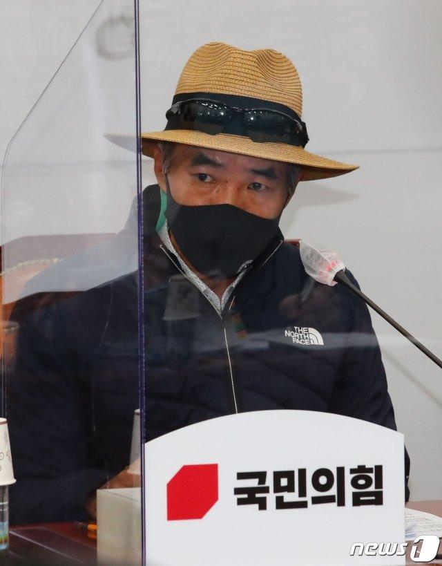 서해 피살 공무원의 친형인 이래진씨가 18일 오후 서울 여의도 국회에서 열린 '공무원 서해 피격사건 관련 진실을 듣는 국민 국감'에서 발언 하고 있다. /사진=뉴스1.