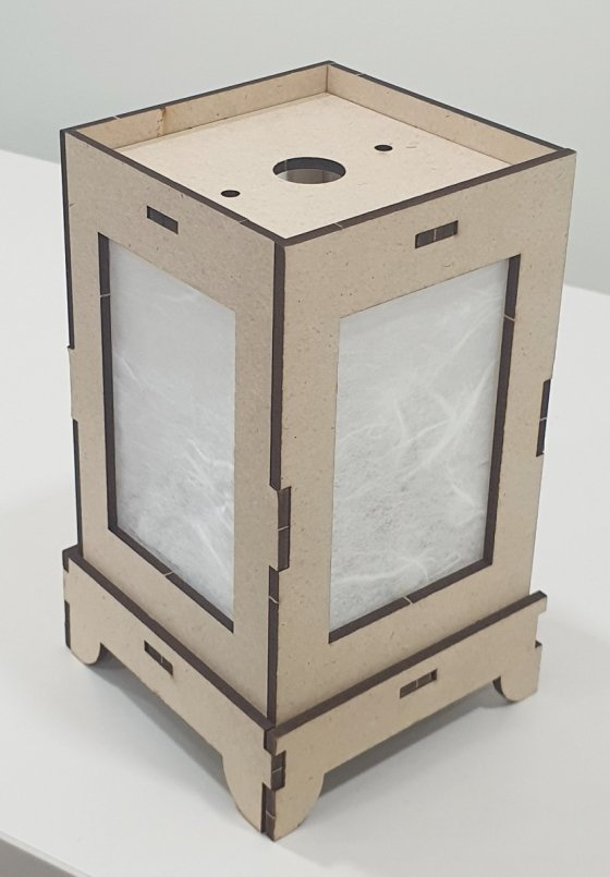 전자 공방에서 만들 수 있는 '블루투스 스피커-LED가 결합된 무드등' / 사진제공=지니어스메이커스