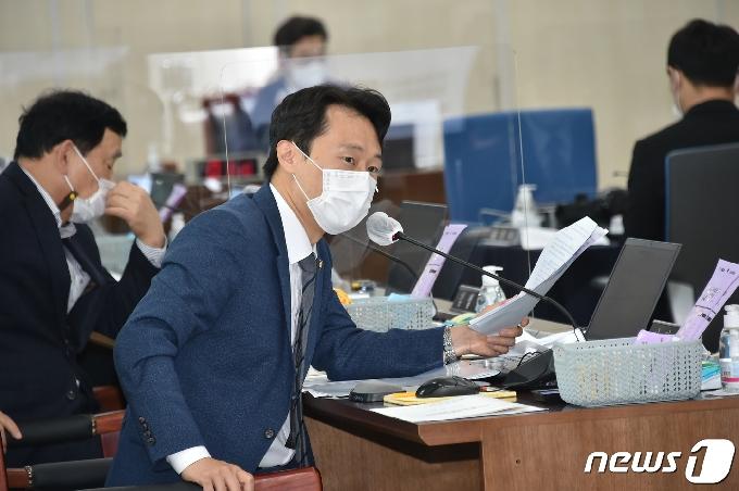 [사진] [국감] 질의하는 이탄희 의원