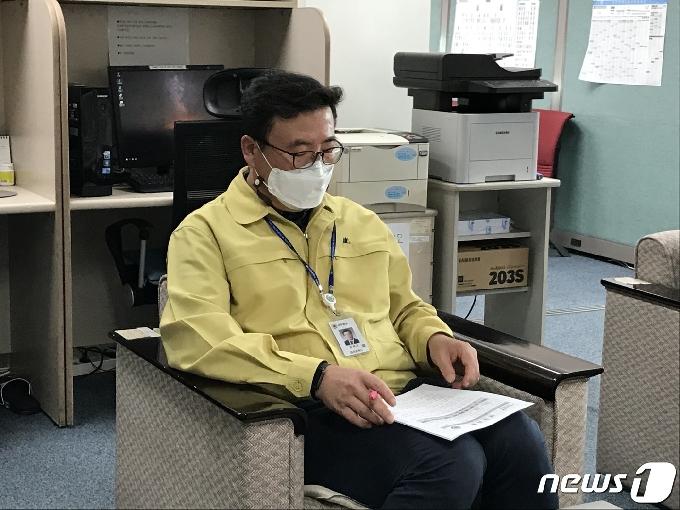 대전 간호사의 동료·아버지 등 3명 확진…병원내 감염 아닌듯(종합)