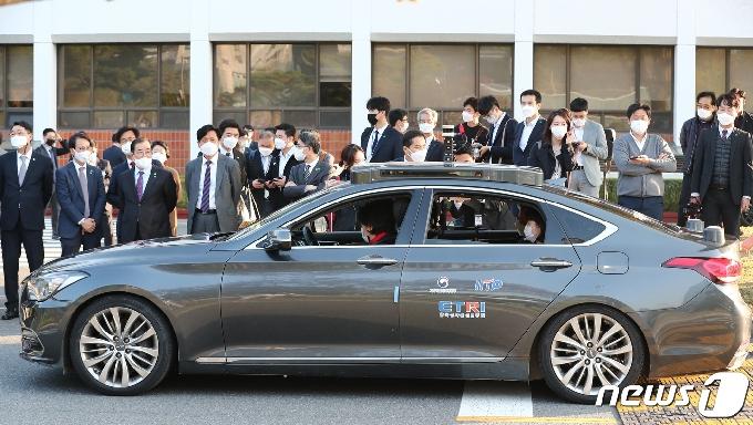 [사진] [국감]자율주행차 시승하는 과기정통위 의원들