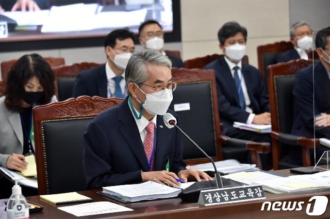 [사진] [국감] 답변하는 박종훈 경남교육감