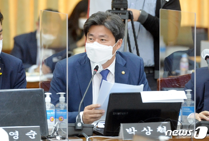 [사진] [국감] 질의하는 박상혁 의원