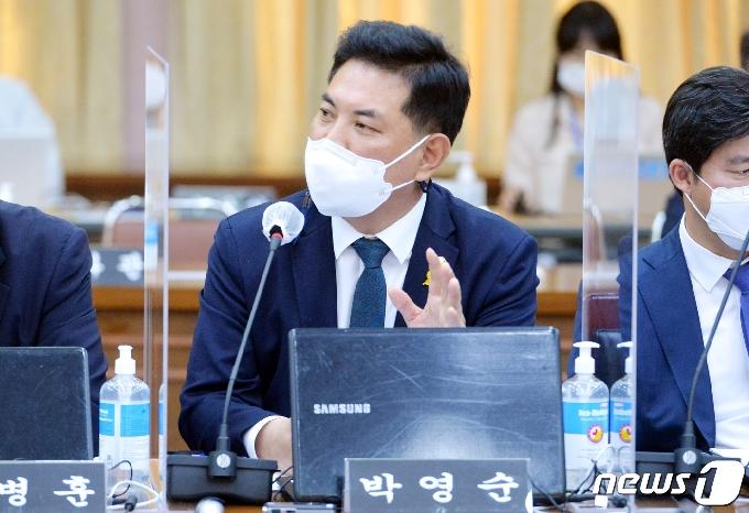 [사진] [국감] 질의하는 박영순 의원