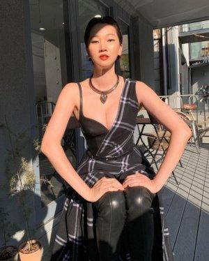 장윤주, 가슴선 드러낸 과감한 패션…