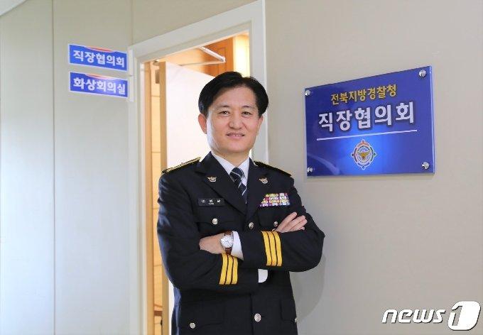21일 제75회 경찰의 날을 맞아 전북지방경찰청에서 이병남 직장협의회장을 만났다. 이병남 회장은 직협이 소통과 조정 기구로서의 역할을 해내겠다고 다짐했다.2020.10.21 /뉴스1이지선기자