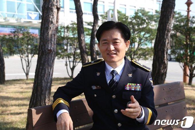 21일 제75회 경찰의 날을 맞아 전북지방경찰청에서 이병남 직장협의회장을 만났다. 이병남 회장은 직협이 소통과 조정 기구로서의 역할을 해내겠다고 다짐했다.2020.10.21 /뉴스1 이지선기자