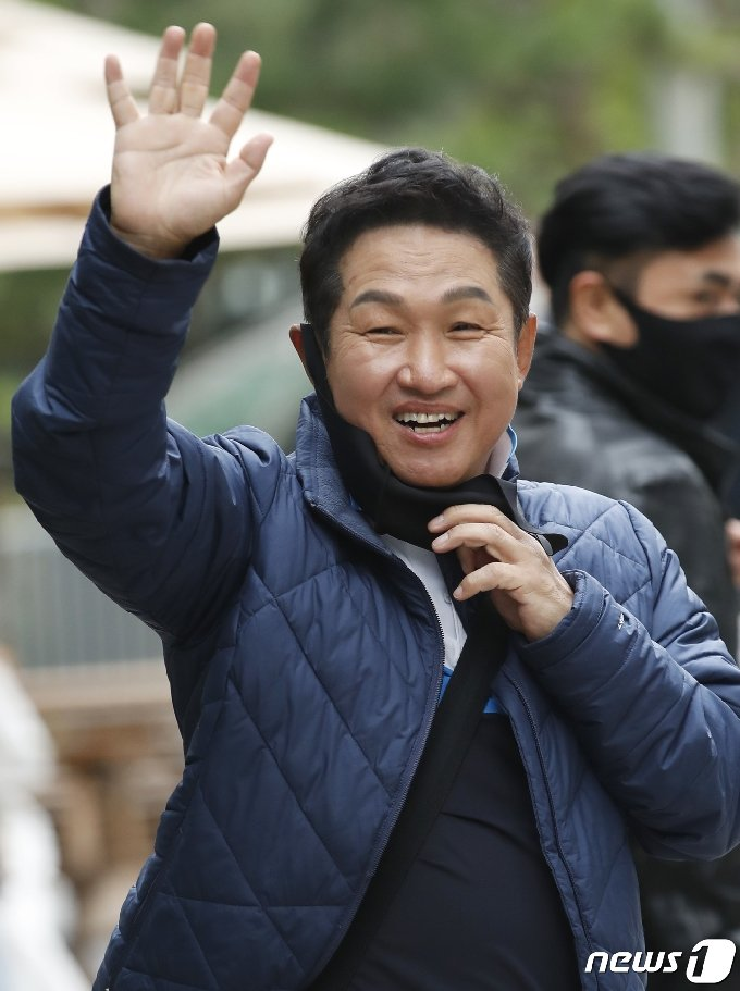 [사진] 김범룡 '밝은 인사'
