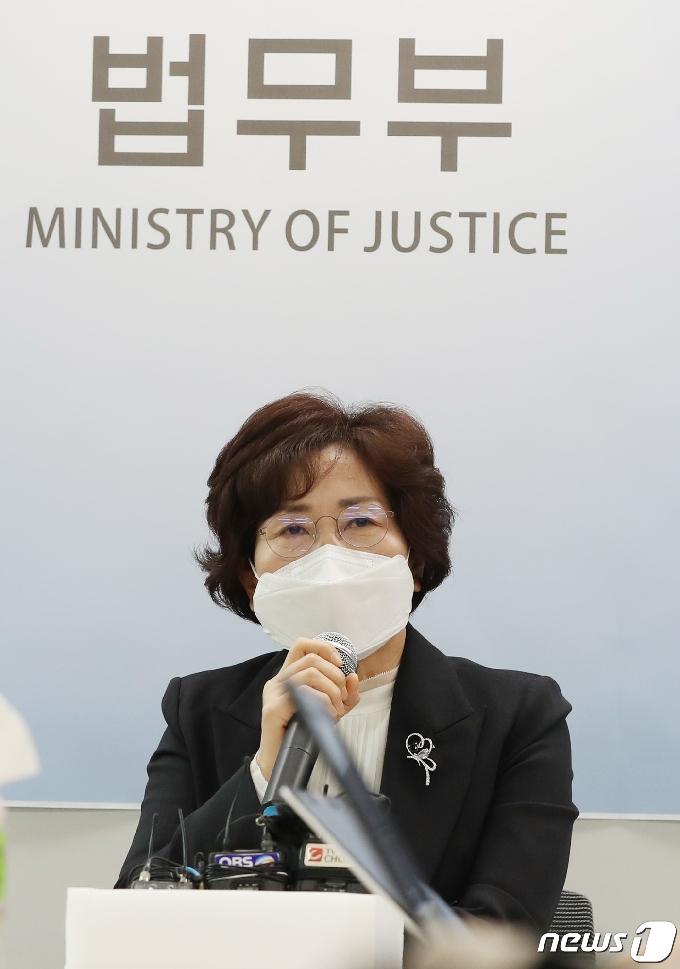 [사진] 브리핑하는 이영희 교정본부장