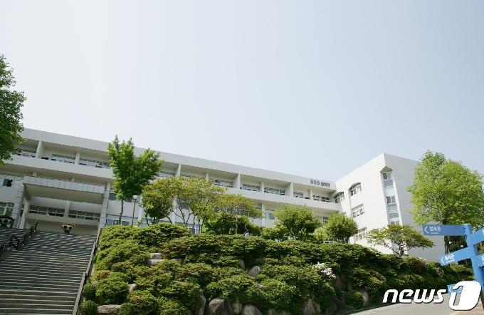 부산대 출신 변호사 5명, 4100만원 로스쿨 발전기금 출연