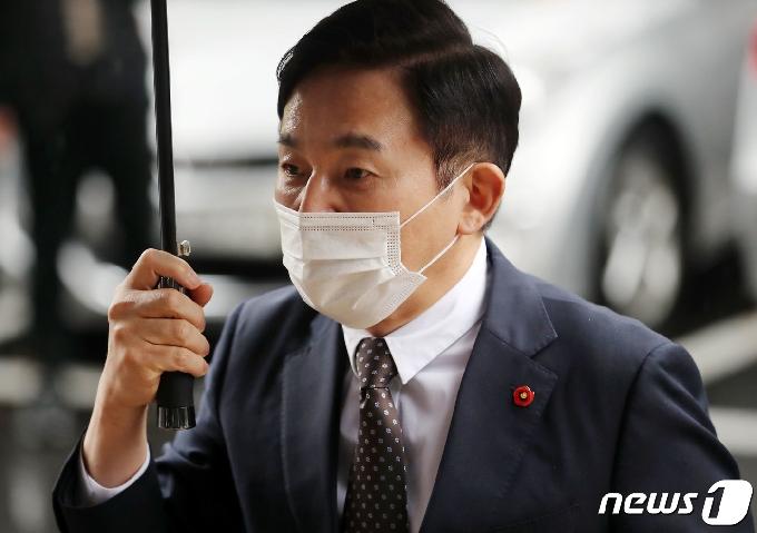 [사진] 첫 공판 출석한 원희룡 제주지사