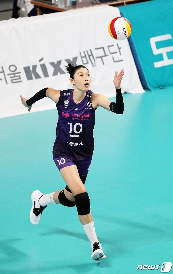 [사진] 김연경 '나의 스파이크 서브를 받아랏!'