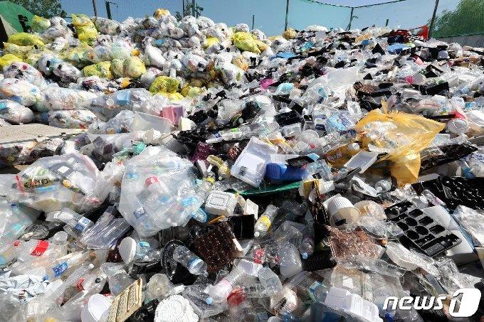 대전시가 코로나19영향으로 플라스틱 등 재활용 폐기물이 급격히 늘어나면서 처리방안을 두고 고심하고 있다.© News1