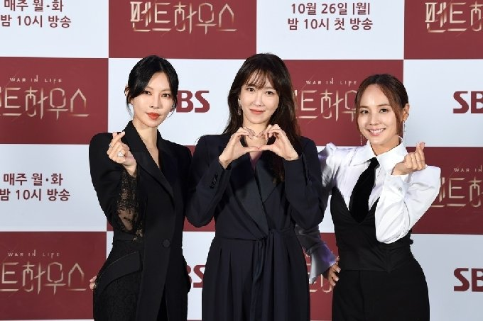 배우 이지아 김소연 유진/SBS '펜트하우스' 제공© 뉴스1