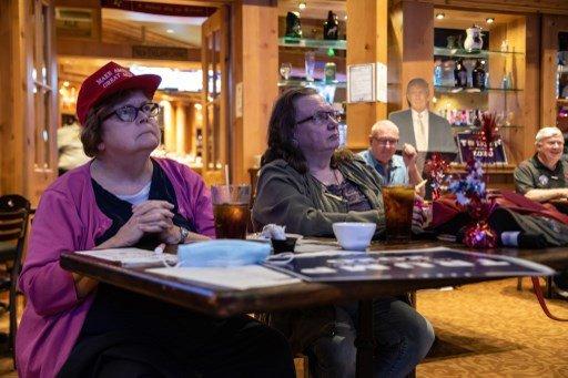 22일(현지시간) 미국 대선 TV토론을 지켜보는 미국 시민들/사진=AFP
