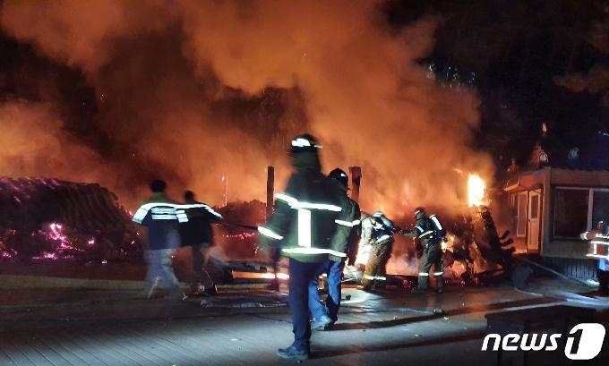 [사진] 상주 남장사 중궁암 화재 진압하는 소방관
