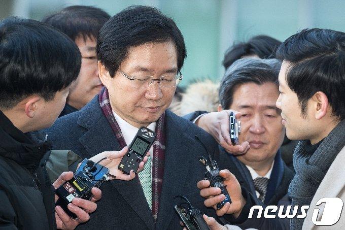 김영석 전 해양수산부 장관(왼쪽)과 윤학배 전 해양수산부 차관/뉴스1 © News1 유승관 기자