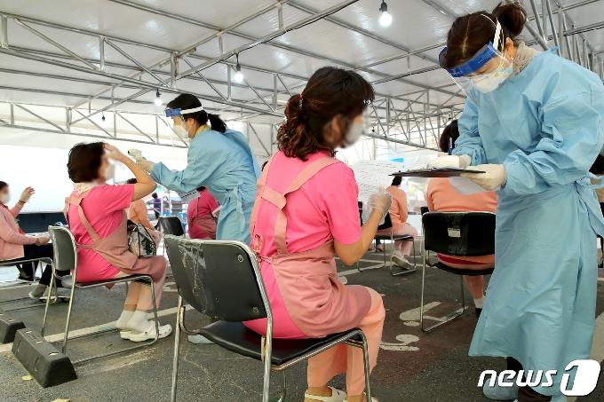 여주 중증장애인 요양시설 라파엘의집서 26명 확진(상보)