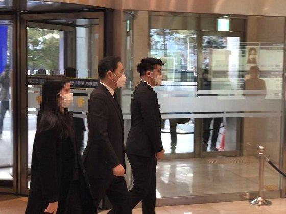 이재용 삼성전자 부회장이 25일 오후 서울 강남구 일원동 삼성서울병원 장례식장에 입장하고 있다/사진=이정혁 기자