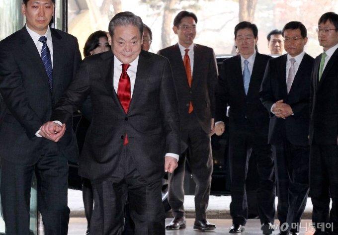 이건희 삼성전자 회장과 이재용 삼성전자 당시 사장이 2012년 1월 서울 장충동 신라호텔에서 열린 신년하례식에 참석하고 있다. /사진=홍봉진기자